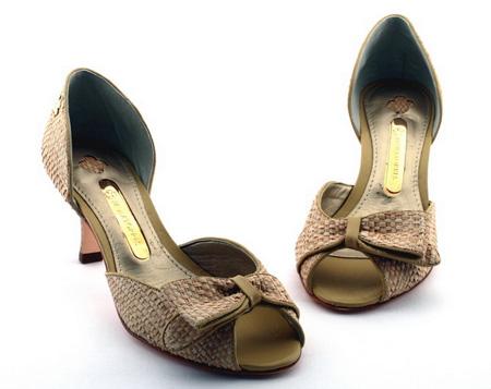 Sapatos femininos em promoção
