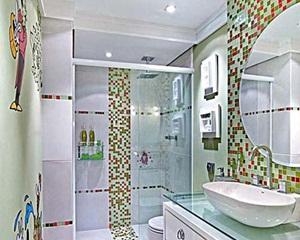 Pastilhas coloridas para banheiro