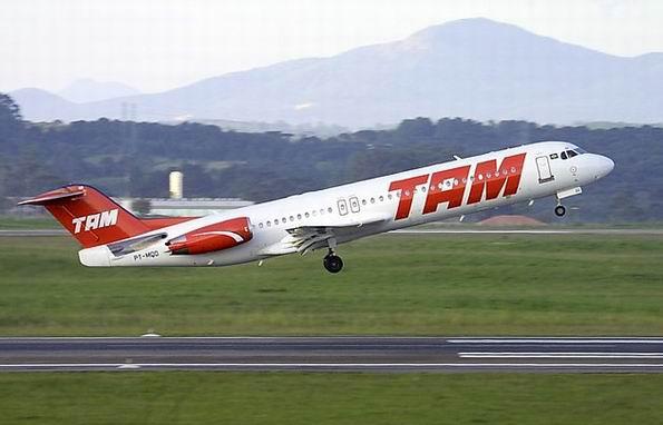 1325432458058-aviao-decolando