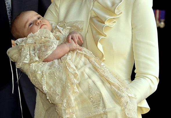 Príncipe George usa réplica de roupa de 1841 no batismo2