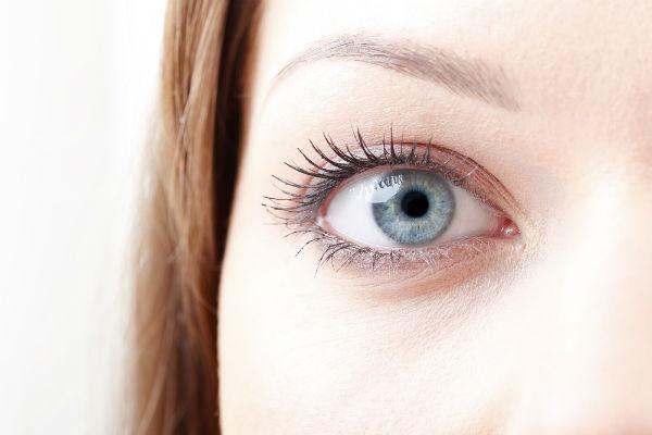 Como desinchar os olhos